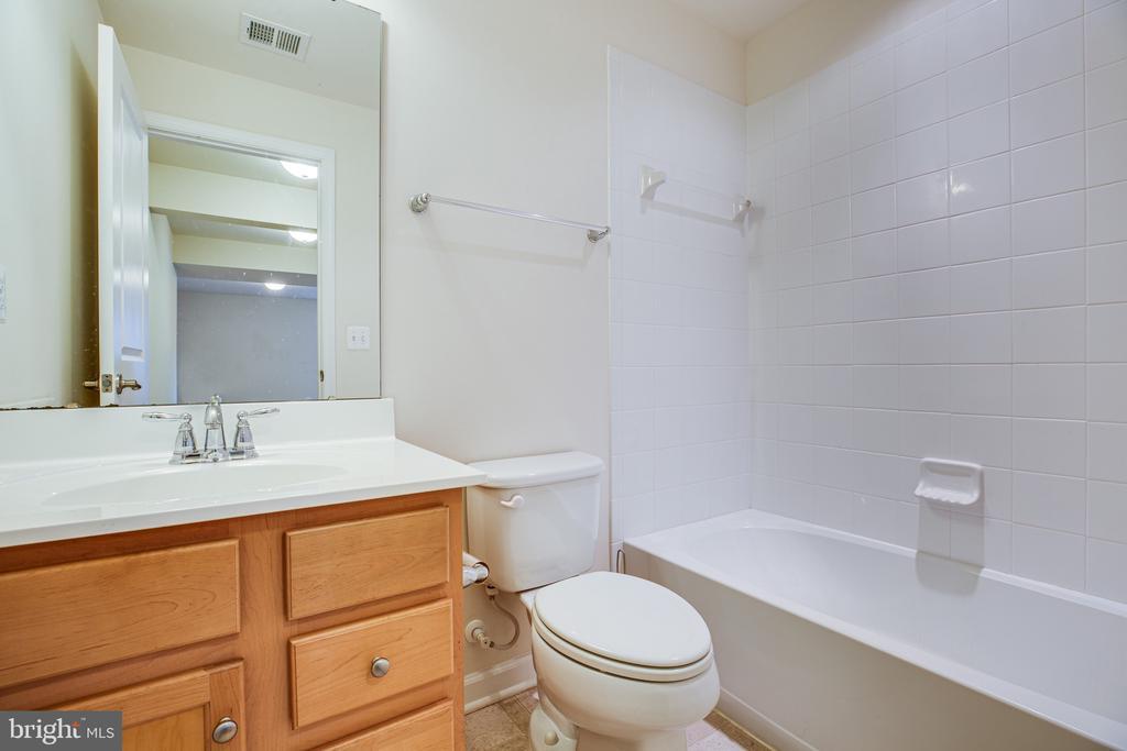basement full bath - 7 FIREHAWK DR, STAFFORD