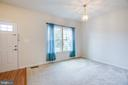 Foyer opens to formal space for dining/living room - 7 FIREHAWK DR, STAFFORD