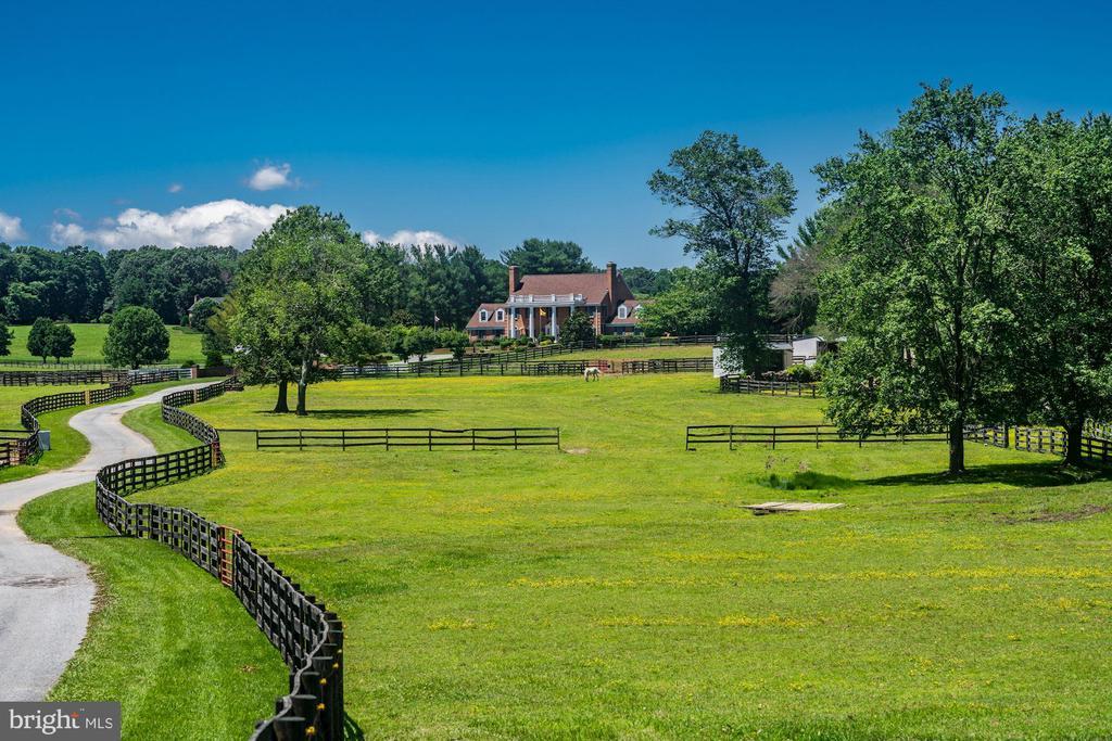 Pastures, Paddocks & Run-in Shed - 4309 SUNDOWN RD, GAITHERSBURG