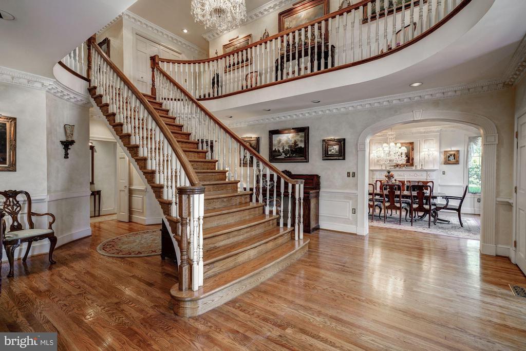 Dramatic Open Stair & Two Story Foyer - 4309 SUNDOWN RD, GAITHERSBURG