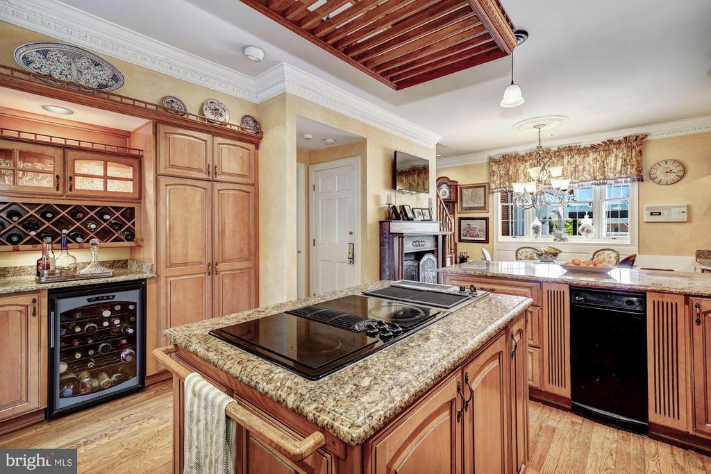 Kitchen Island, Butlers Pantry & Cooler - 4309 SUNDOWN RD, GAITHERSBURG