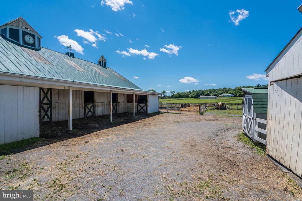 Barn, Stall Doors & Cupola Clock - 4309 SUNDOWN RD, GAITHERSBURG