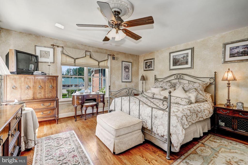 En-Suite Bedroom - 4309 SUNDOWN RD, GAITHERSBURG