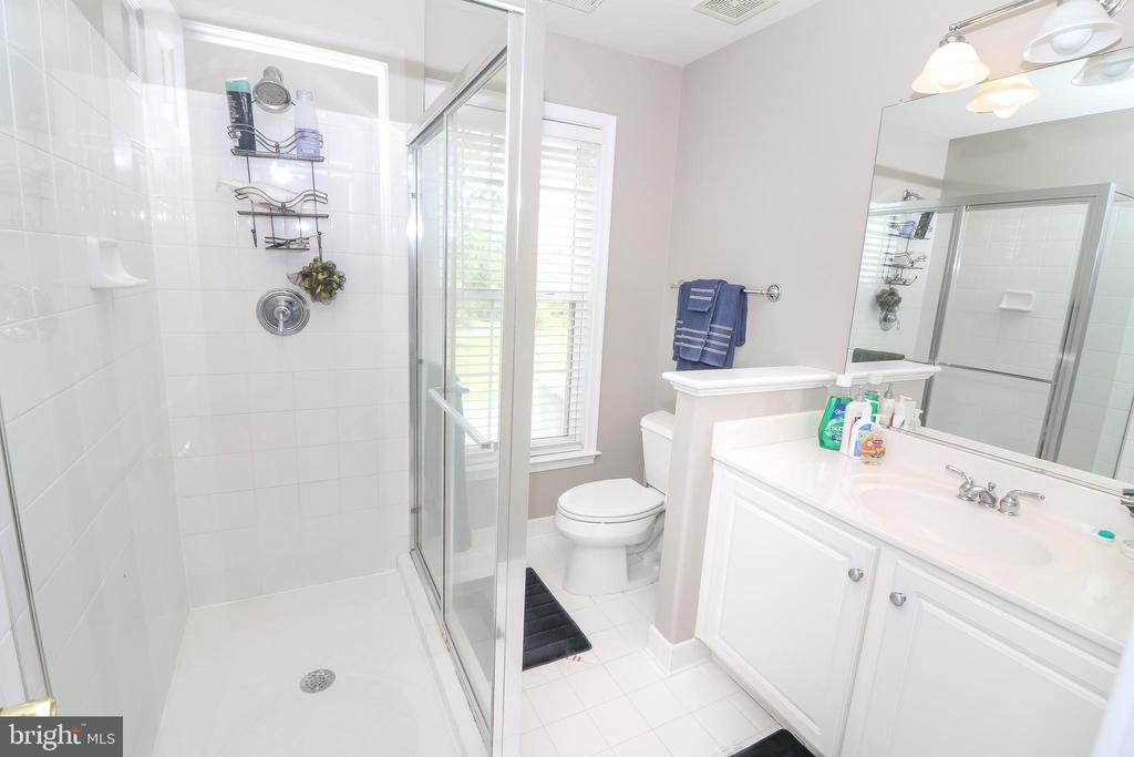 Bathroom #4 Upper Level - 25189 BLACKSTONE CT, CHANTILLY