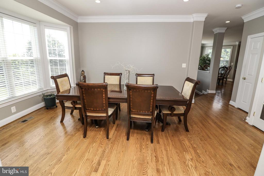 Dining Room with Bay Wndow - 25189 BLACKSTONE CT, CHANTILLY