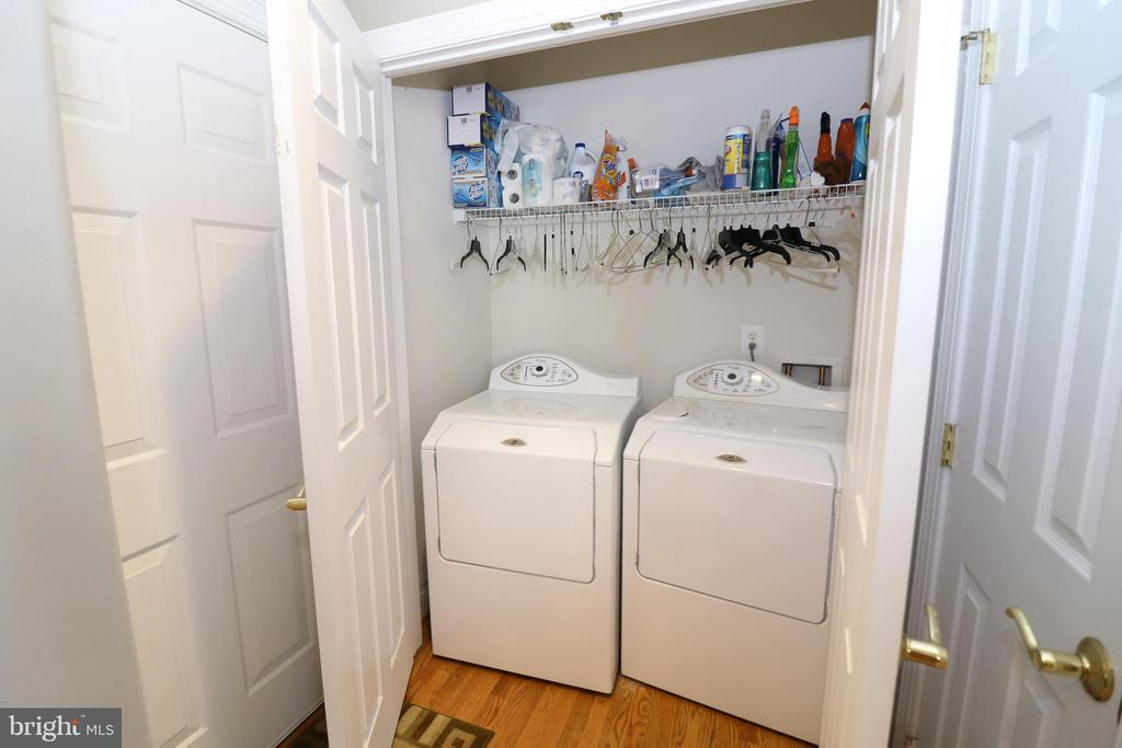 Main Level Laundry - 25189 BLACKSTONE CT, CHANTILLY