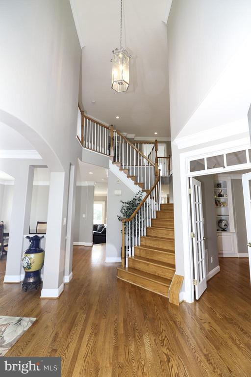 Grand Two Story Foyer - 25189 BLACKSTONE CT, CHANTILLY