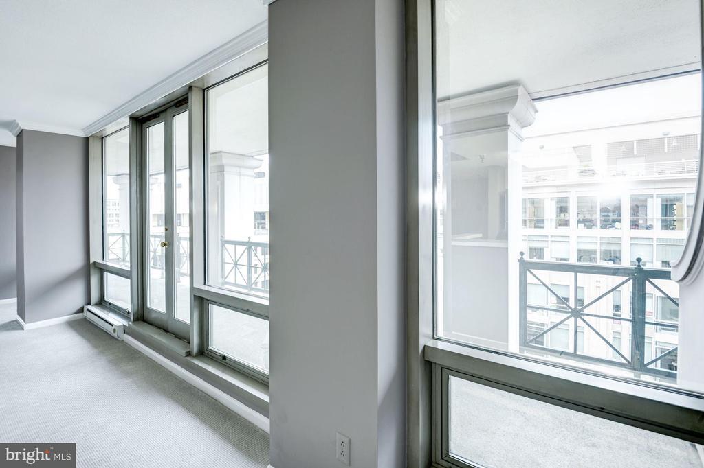 Floor to ceiling 1-way windows welcome light - 801 PENNSYLVANIA AVE NW #1207, WASHINGTON