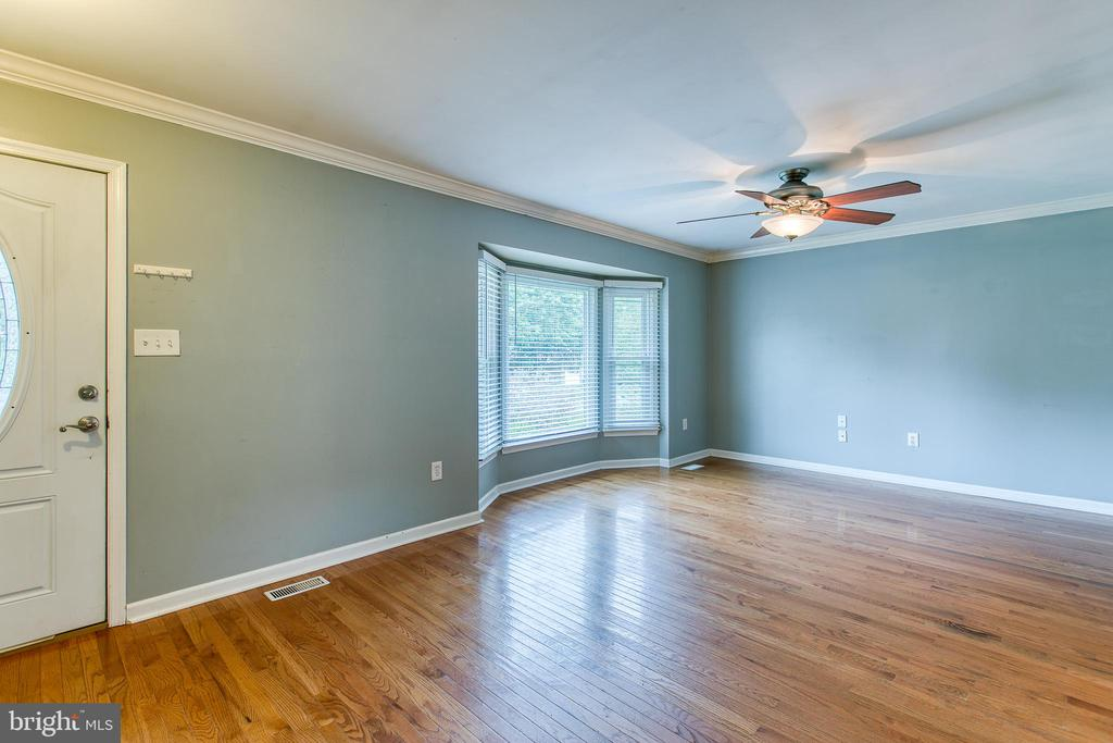 Family Room with Bay Windwo - 236 WHITSONS RUN, STAFFORD
