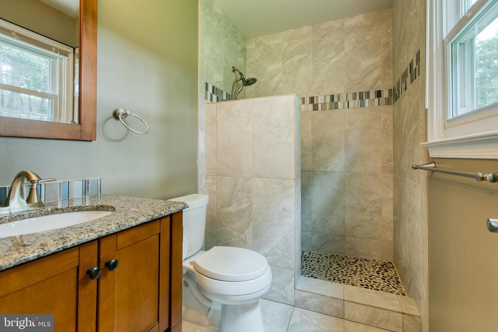 Updated Master Bath - 236 WHITSONS RUN, STAFFORD