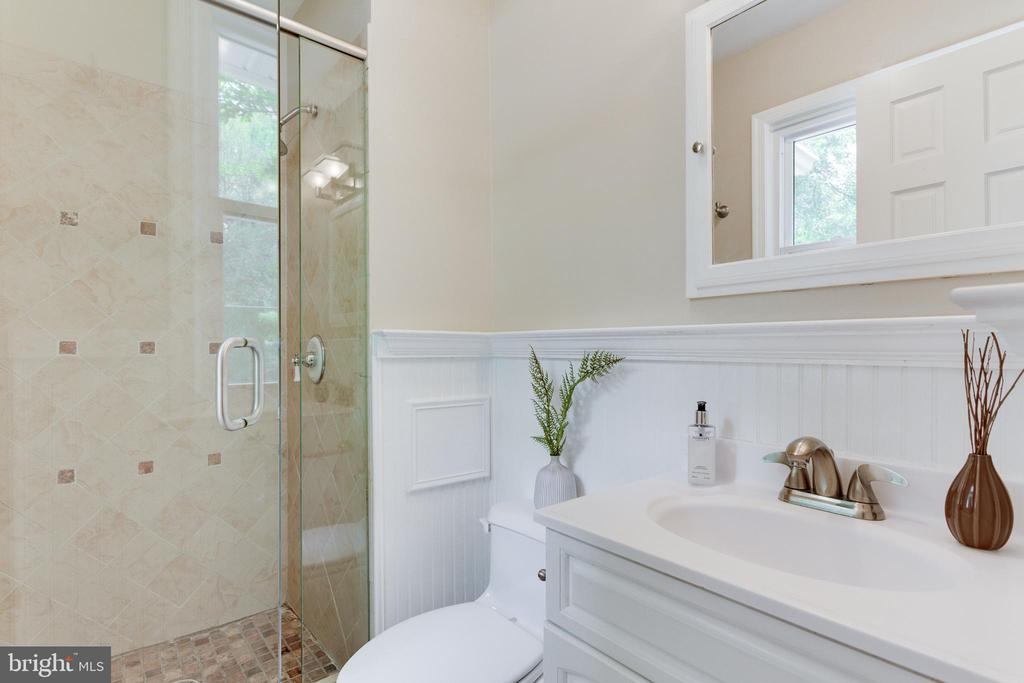 Main Level Master Bath - 2515 DREXEL ST, VIENNA
