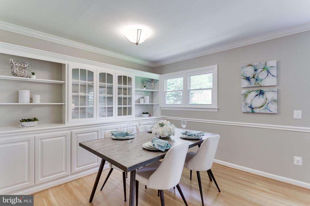 Dining Room with Built-in Storage - 2515 DREXEL ST, VIENNA
