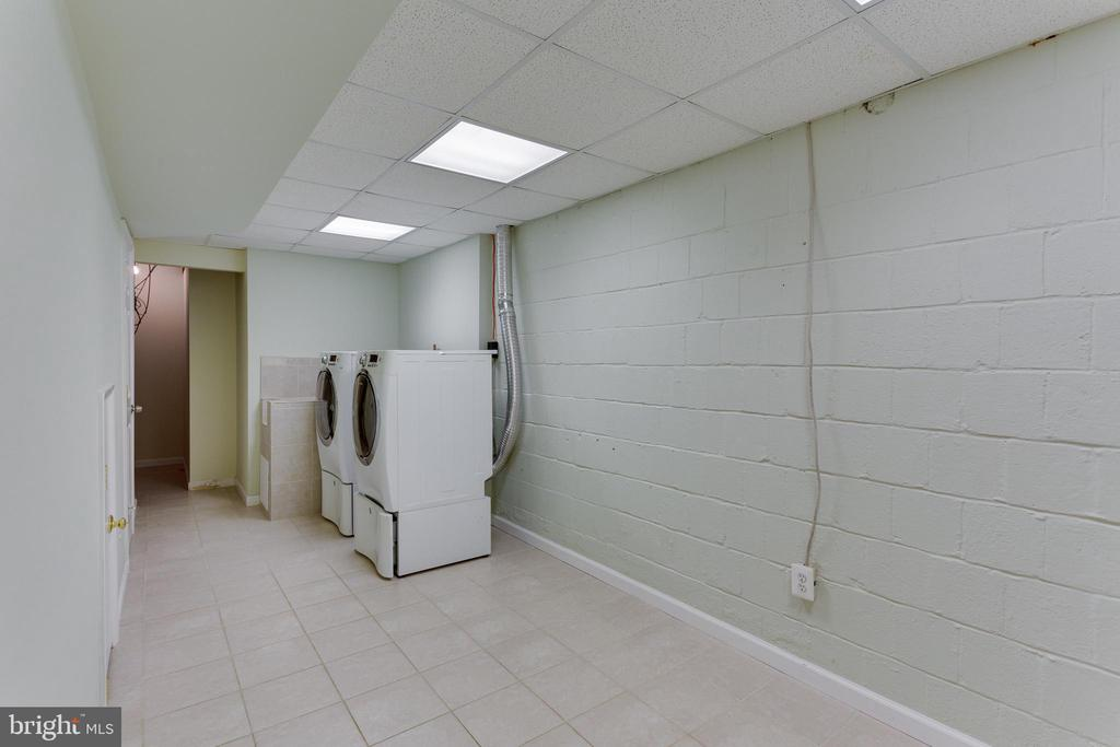 Large Laundry Room on Lower Level - 2515 DREXEL ST, VIENNA