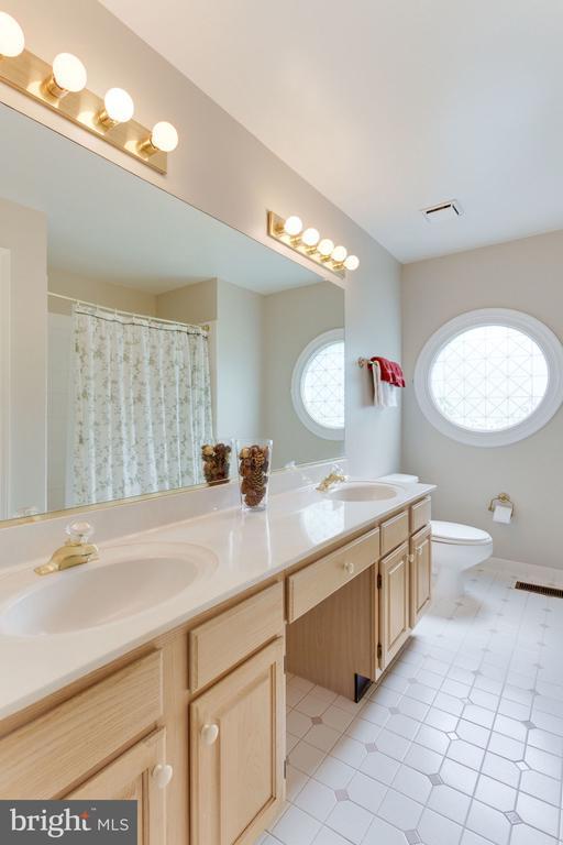 Double sinks, linen closet & beautiful window - 8178 MADRILLON CT, VIENNA