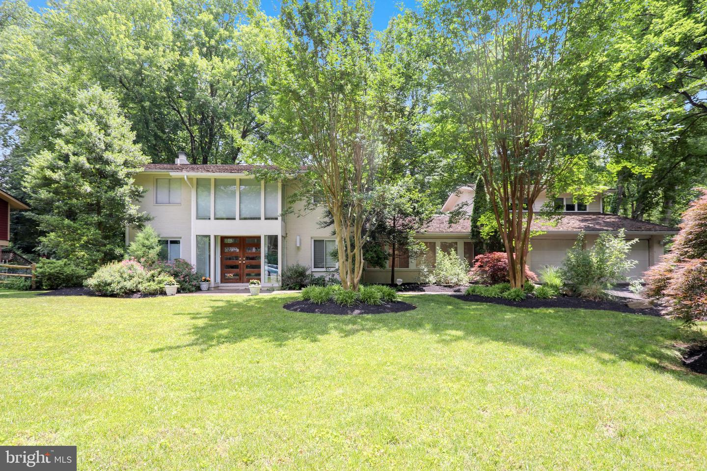 Single Family for Sale at 8023 Fenway Rd Bethesda, Maryland 20817 United States