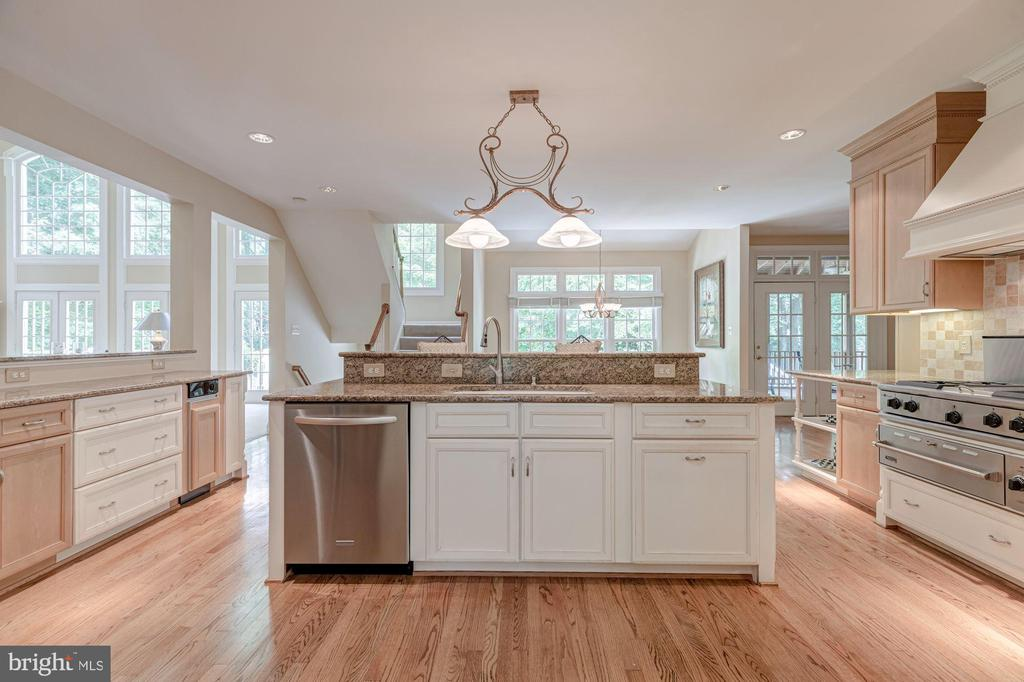 Kitchen - 10810 TRADEWIND DR, OAKTON