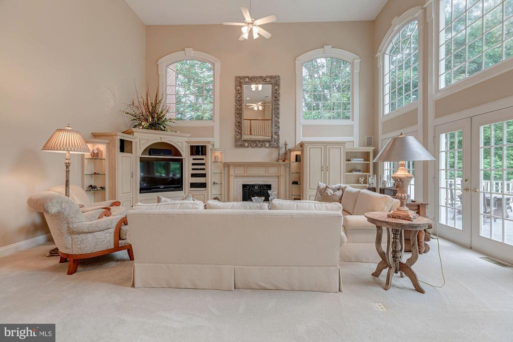 Two-Story Family Room - 10810 TRADEWIND DR, OAKTON