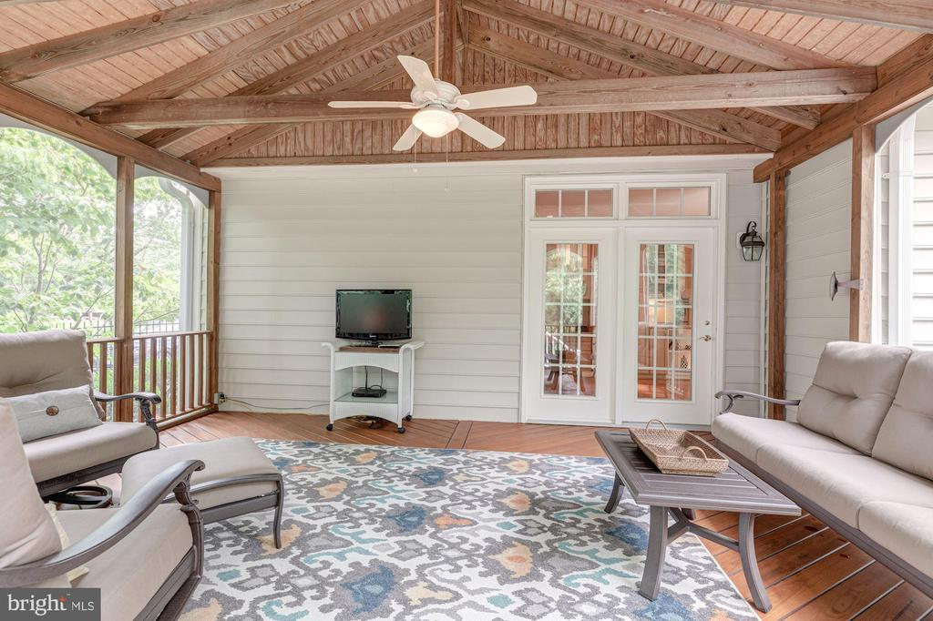 Screened Porch - 10810 TRADEWIND DR, OAKTON