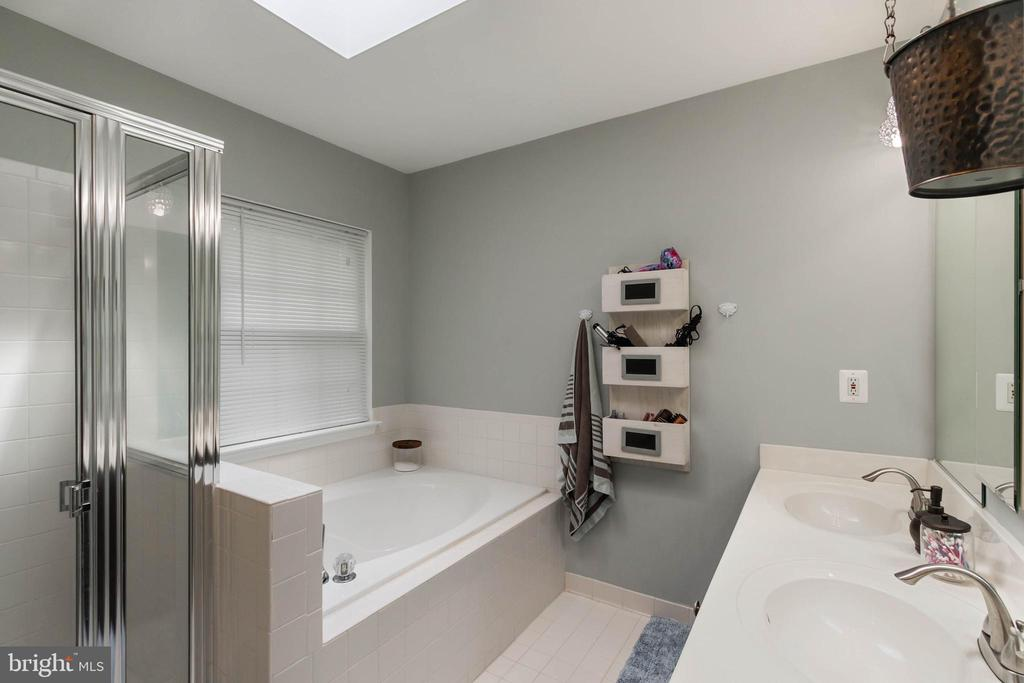 En Suite Master Bath - 20385 FARMGATE TER, ASHBURN