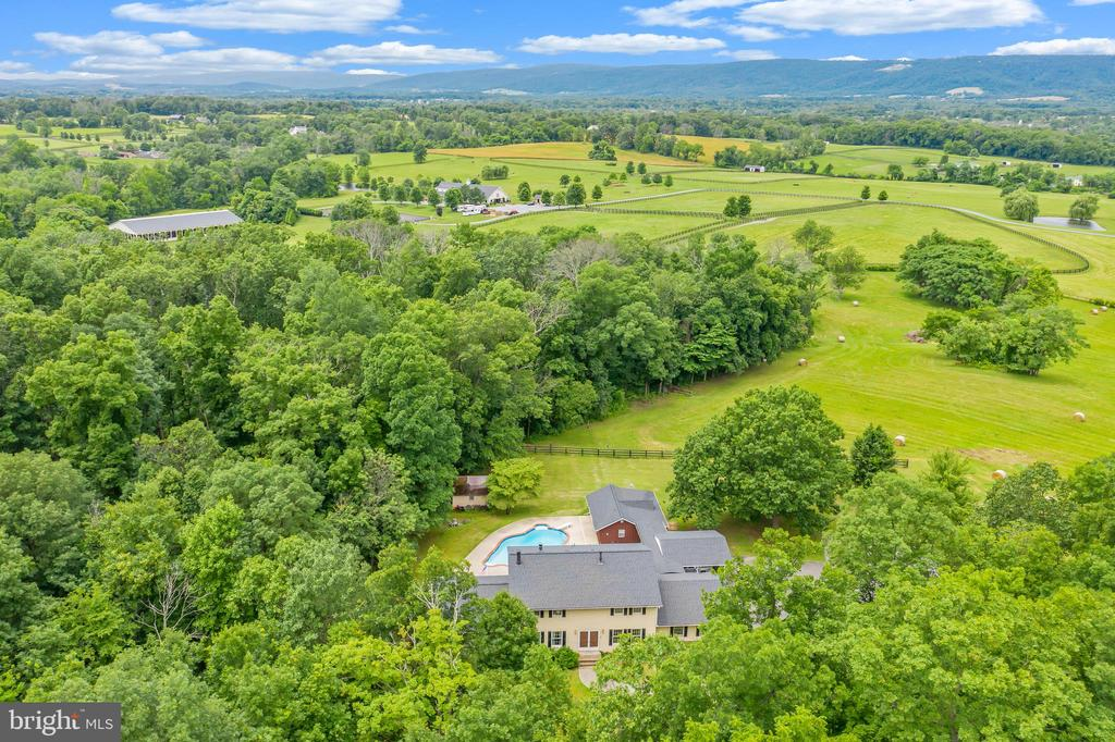 Fantastic Country Property in the Heart of Loudoun - 20659 FURR RD, ROUND HILL