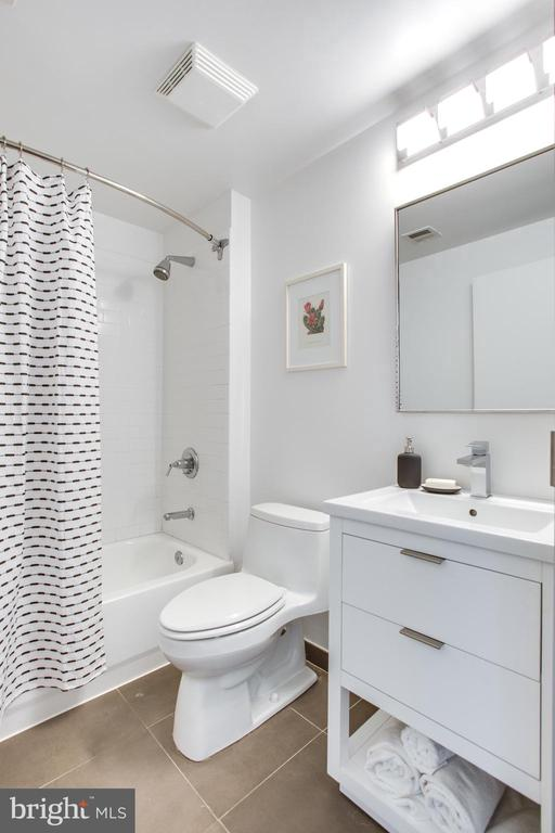 Renovated Bathroom - 1445 CHURCH ST NW #2, WASHINGTON