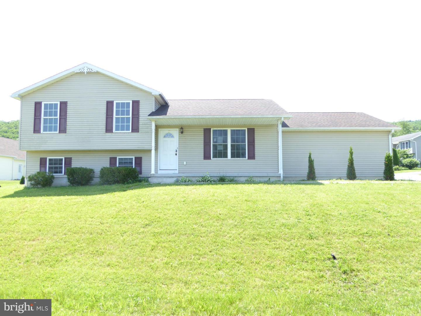Single Family for Sale at 104 Mulberry Ln Wardensville, West Virginia 26851 United States