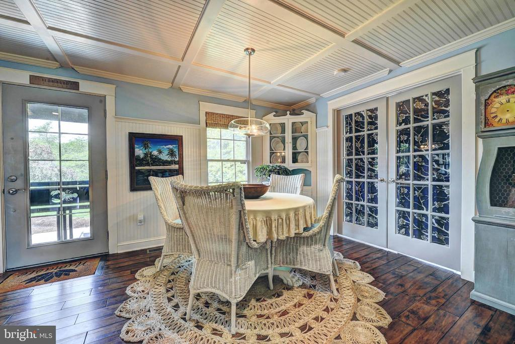 Charming Dining Room - 35112 BLOOMFIELD RD, ROUND HILL