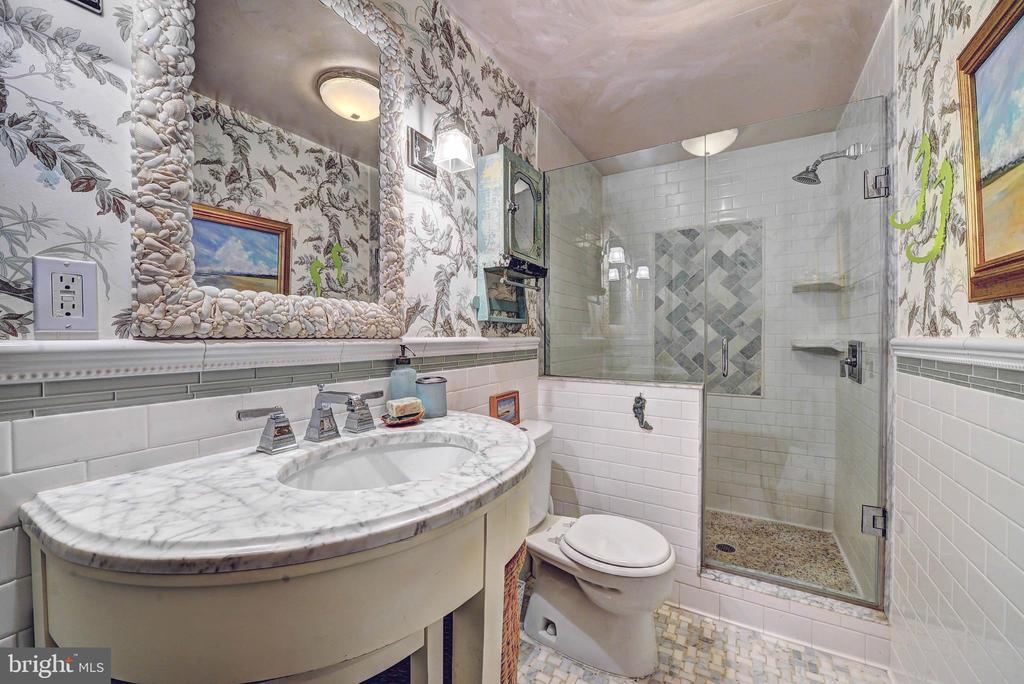 Beautiful Second Bath w/ Marble Floors - 35112 BLOOMFIELD RD, ROUND HILL