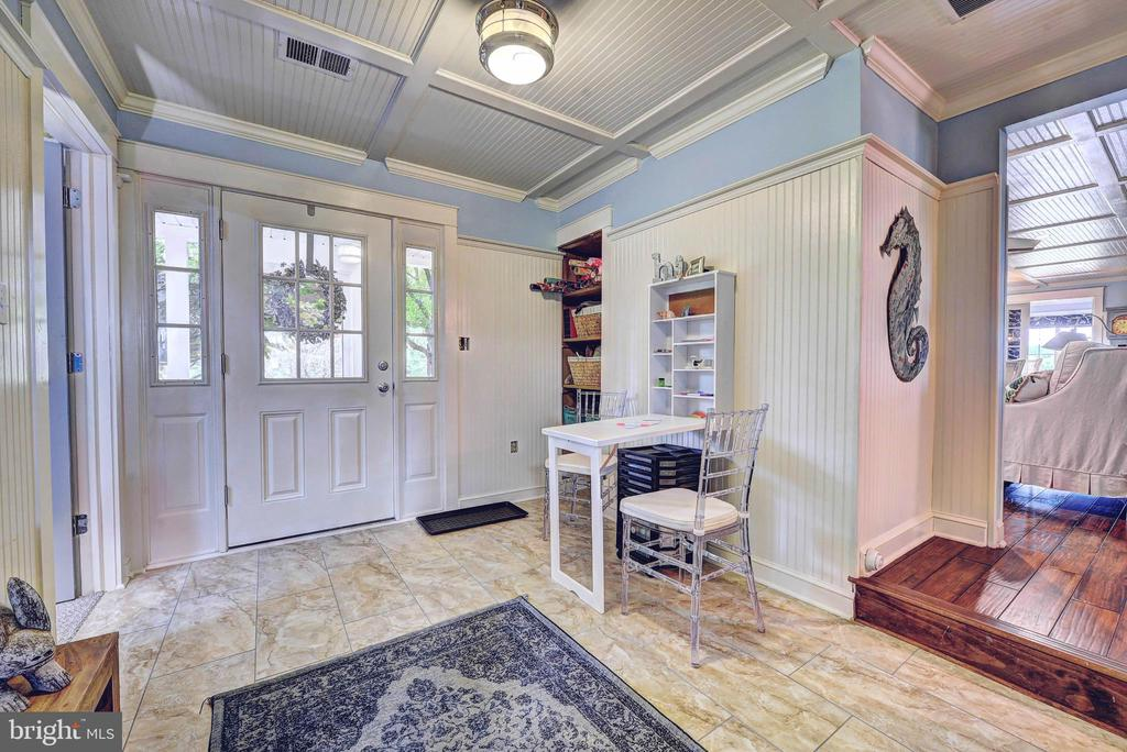 Mudroom/Craft Room With Custom Ceiling - 35112 BLOOMFIELD RD, ROUND HILL