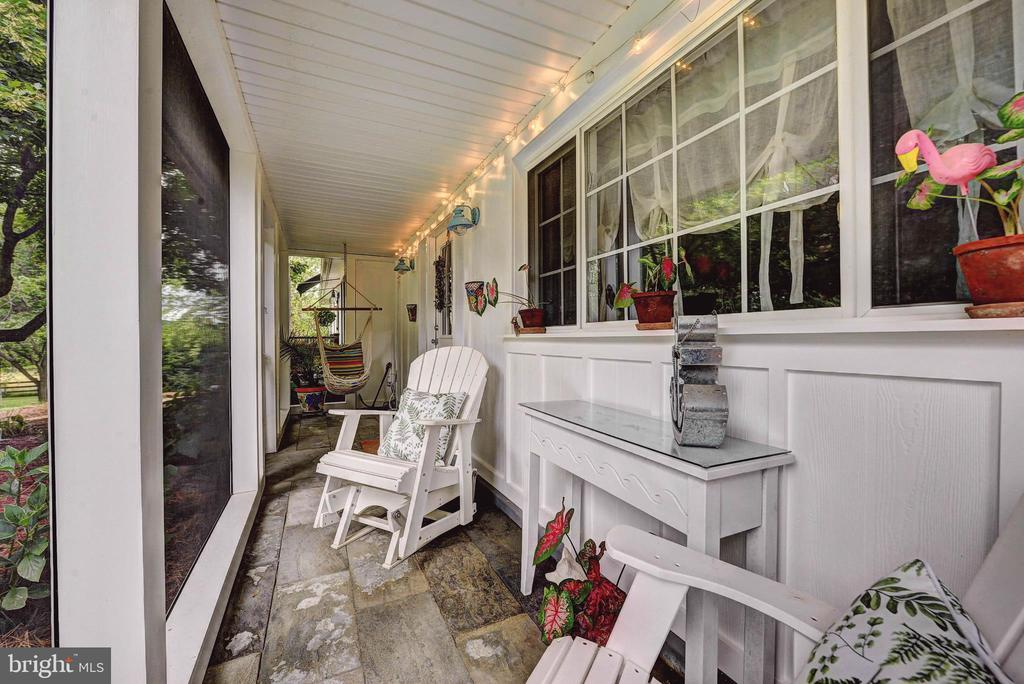Darling Front Screened Porch - 35112 BLOOMFIELD RD, ROUND HILL