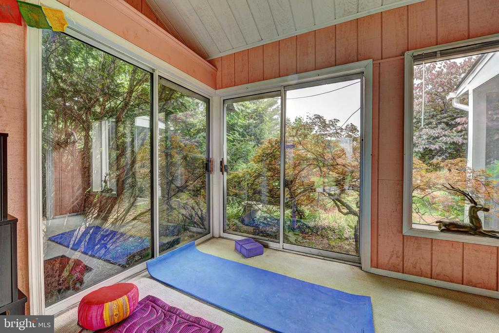 Four Season Sunroom/Yoga Room - 35112 BLOOMFIELD RD, ROUND HILL