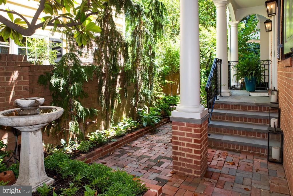 Front Walkway with Fountain - 412 WOLFE ST, ALEXANDRIA