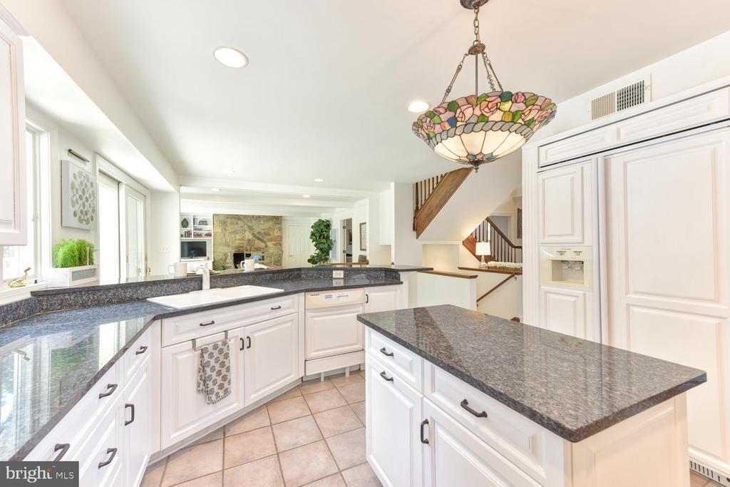 Popular white kitchen with KitchenAid apps - 1503 RIVER FARM DR, ALEXANDRIA