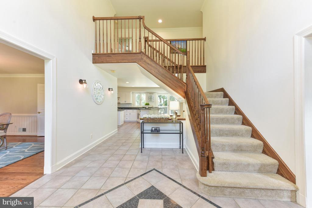Two story foyer entry with marble floors - 1503 RIVER FARM DR, ALEXANDRIA