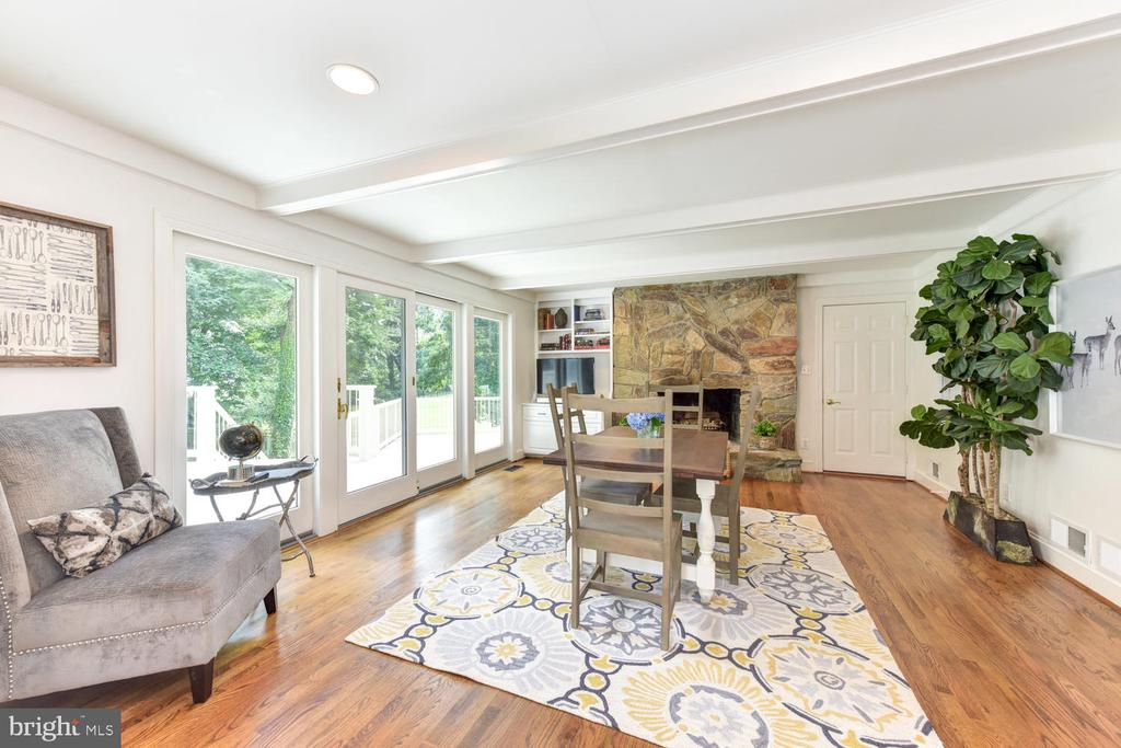 Family room off the kitchen - 1503 RIVER FARM DR, ALEXANDRIA
