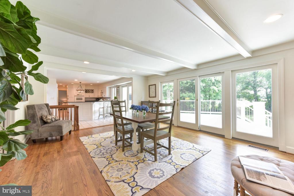 Beamed ceiling and sliding doors to deck - 1503 RIVER FARM DR, ALEXANDRIA