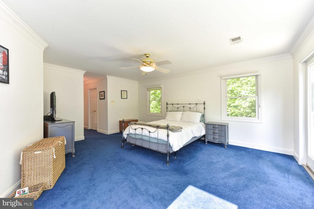 Large space to unwind - 1503 RIVER FARM DR, ALEXANDRIA