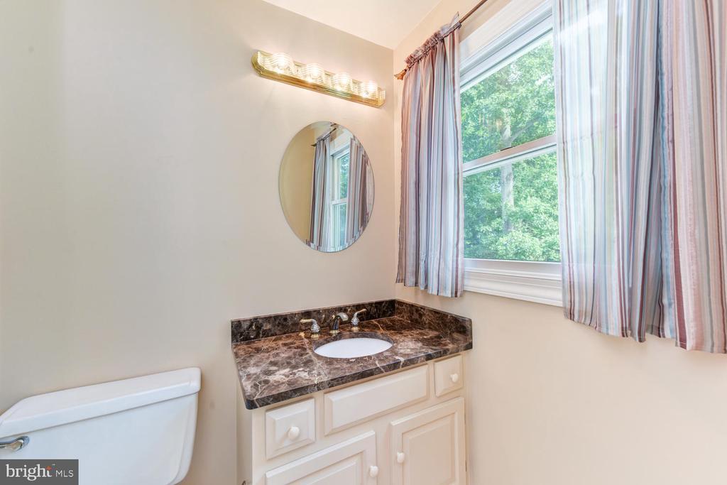 4th bedroom ensuite bathroom/separate vanities - 1503 RIVER FARM DR, ALEXANDRIA