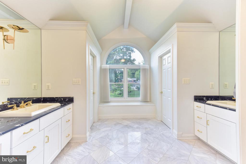 Separate vanities and two commodes - 1503 RIVER FARM DR, ALEXANDRIA