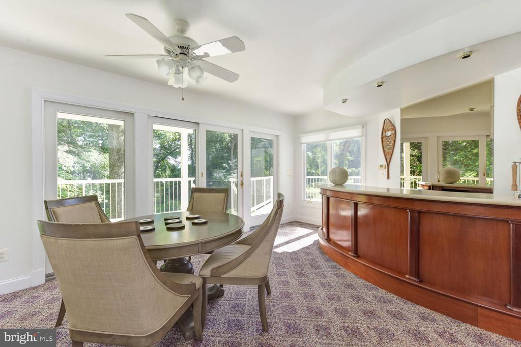 Access to the deck to perfect soiree ambiance - 1503 RIVER FARM DR, ALEXANDRIA
