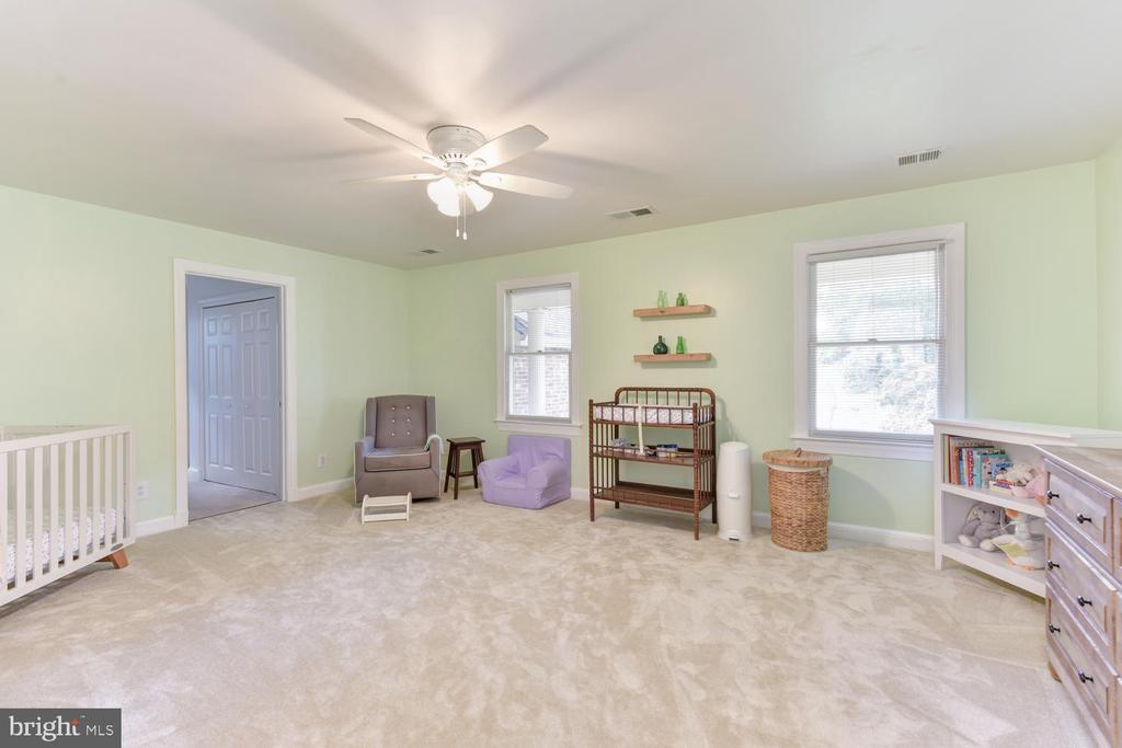 3rd upper-level bedroom w/walk-in closets - 1503 RIVER FARM DR, ALEXANDRIA