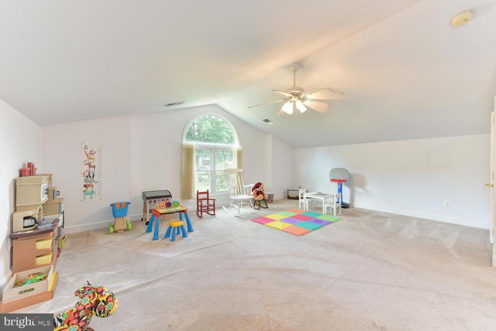 The 3rd bedroom leads to this space - 1503 RIVER FARM DR, ALEXANDRIA