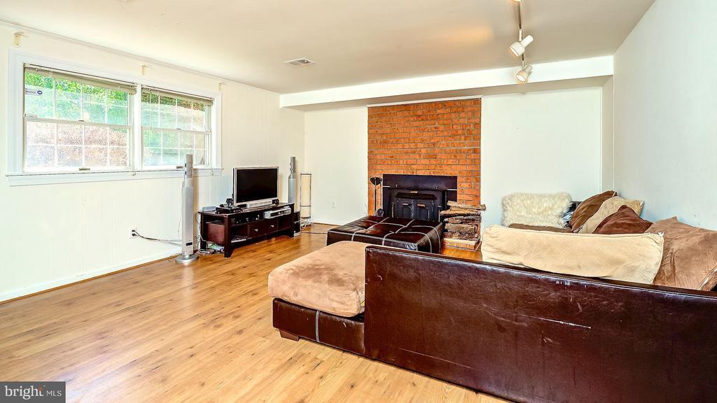 Large Family room - 6815 TILDEN LN, NORTH BETHESDA