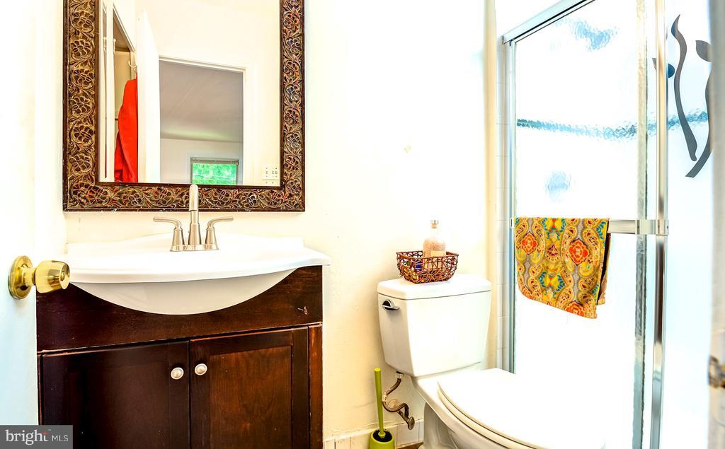 En suite Master Bathroom - 6815 TILDEN LN, NORTH BETHESDA