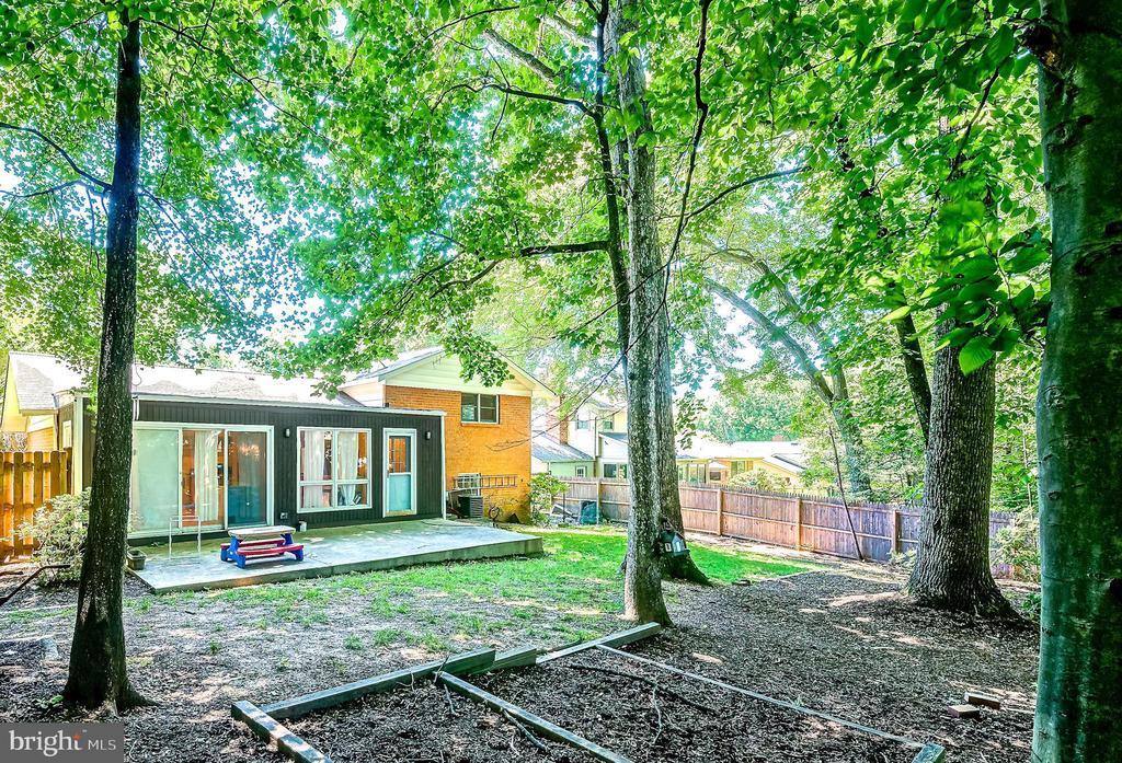 Serene Backyard. - 6815 TILDEN LN, NORTH BETHESDA