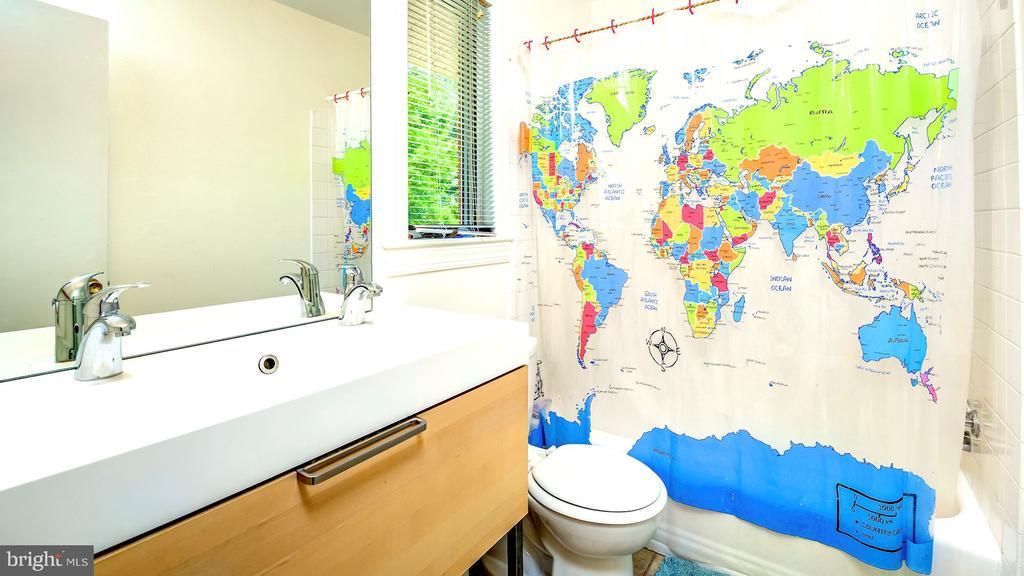 Upstairs Full Bath. - 6815 TILDEN LN, NORTH BETHESDA