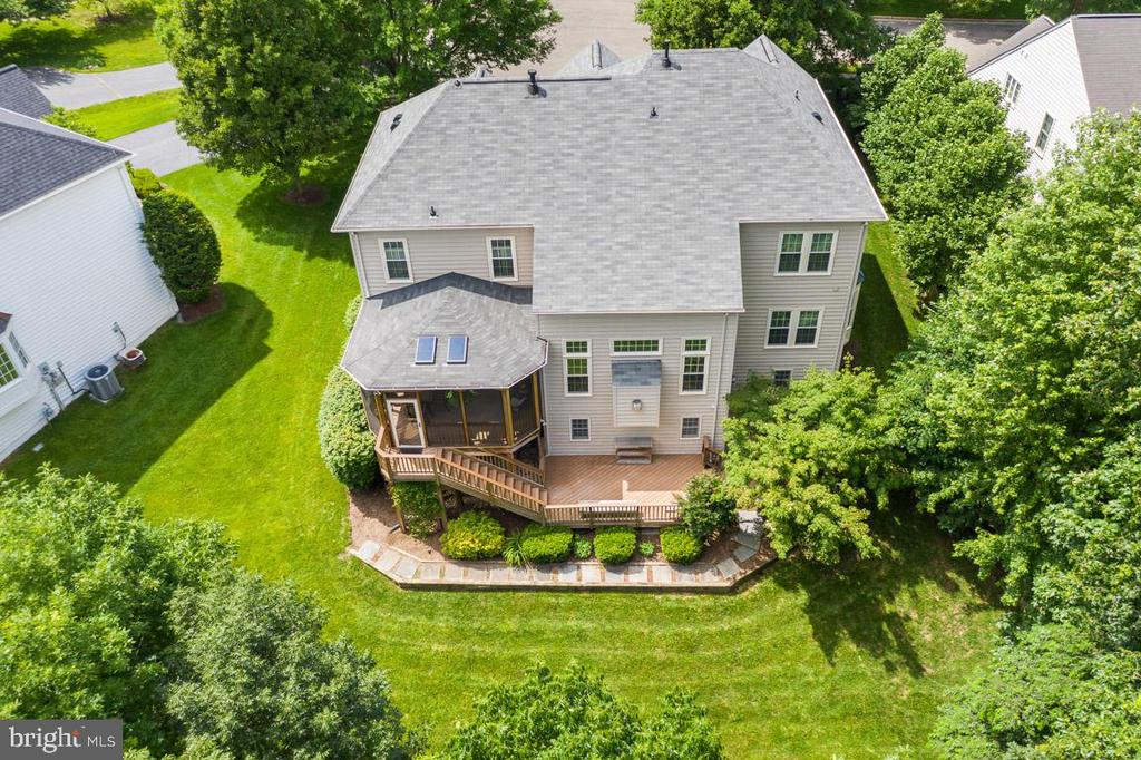 Beautiful landscape - 21470 BASIL CT, BROADLANDS