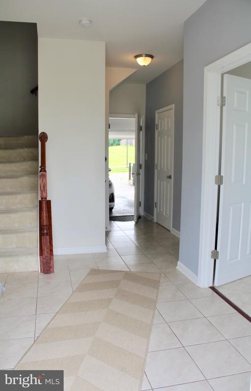 Foyer entrance - 9039 BELO GATE DR, MANASSAS PARK