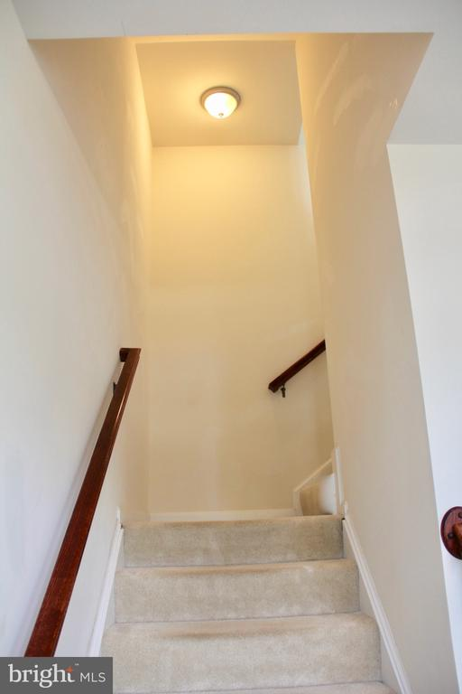 Staircase to main level - 9039 BELO GATE DR, MANASSAS PARK