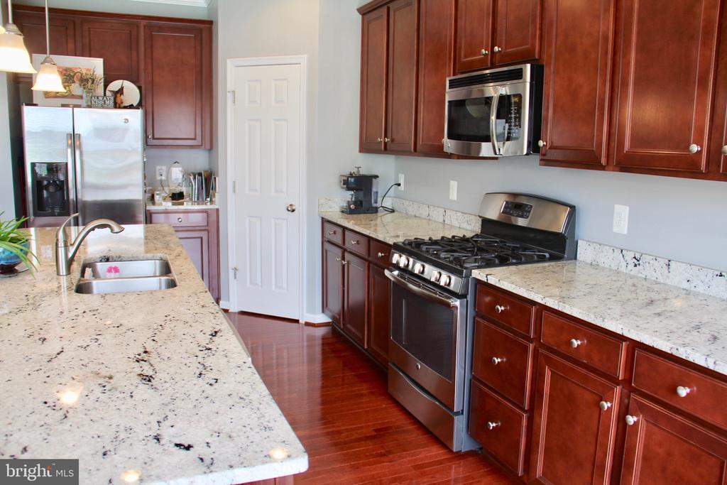 Kitchen - 9039 BELO GATE DR, MANASSAS PARK